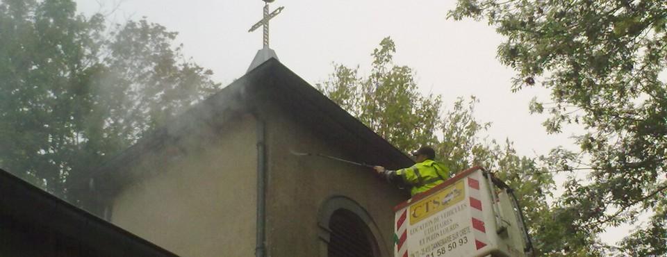 Nettoyage au karcher des façades de la chapelle de Larnod le 19 septembre 2011